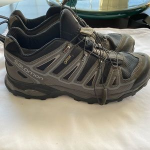 Saloman hiking boot sneaker 9.5